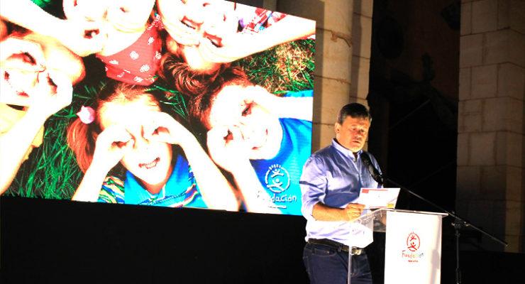 Miki Nadal presentando la II Cena Solidaria